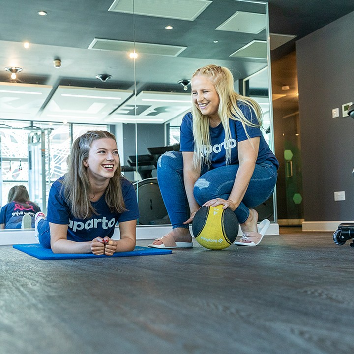 📢Calling all Reading students! At Queens Court we've got some awesome facilities, including a gym and exercise studio 🙌#apartofyourstory #apartofqueenscourt #studentaccommodation