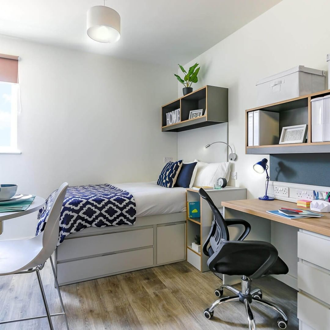 Looking for accommodation in Cambridge? 👀 – Book one of our rooms! We have townhouses, studios, flats 💯 – ✅ Spacious rooms ✅ Loads of storage ✅ House pets 🐱 ✅ Events programme – Link in bio 👆 – #apartofthecamfoundry #studentliving