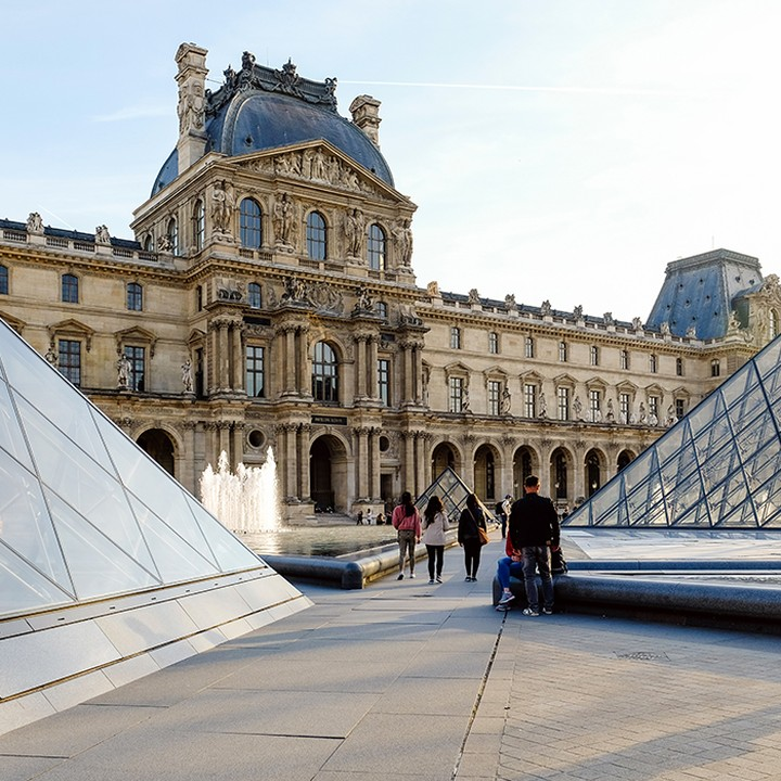 📢 Tour a museum, without having to leave your room 📢 – Numerous landmark sites have opened their virtual doors to give us all something fun to do while social distancing. – Always wanted to visit the Louvre in Paris? or the Metropolitan Museum of Art in New York? – Now you can browse for as long as you'd like with their virtual tours 😍 – #apartofyourstory #studentliving